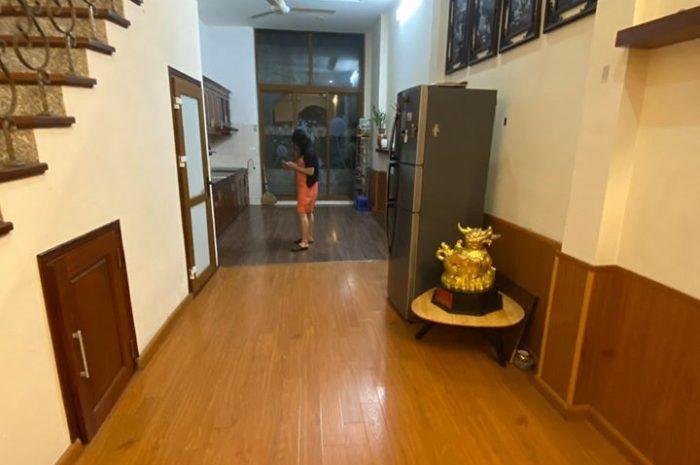 Bán nhà 3 tầng Văn Cao, Ba Đình, diện tích 42m2, mặt tiền 3,7m giá 4,7 tỷ có thương lượng